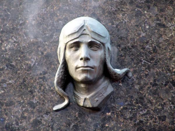 Виктор Талалихин памятник1