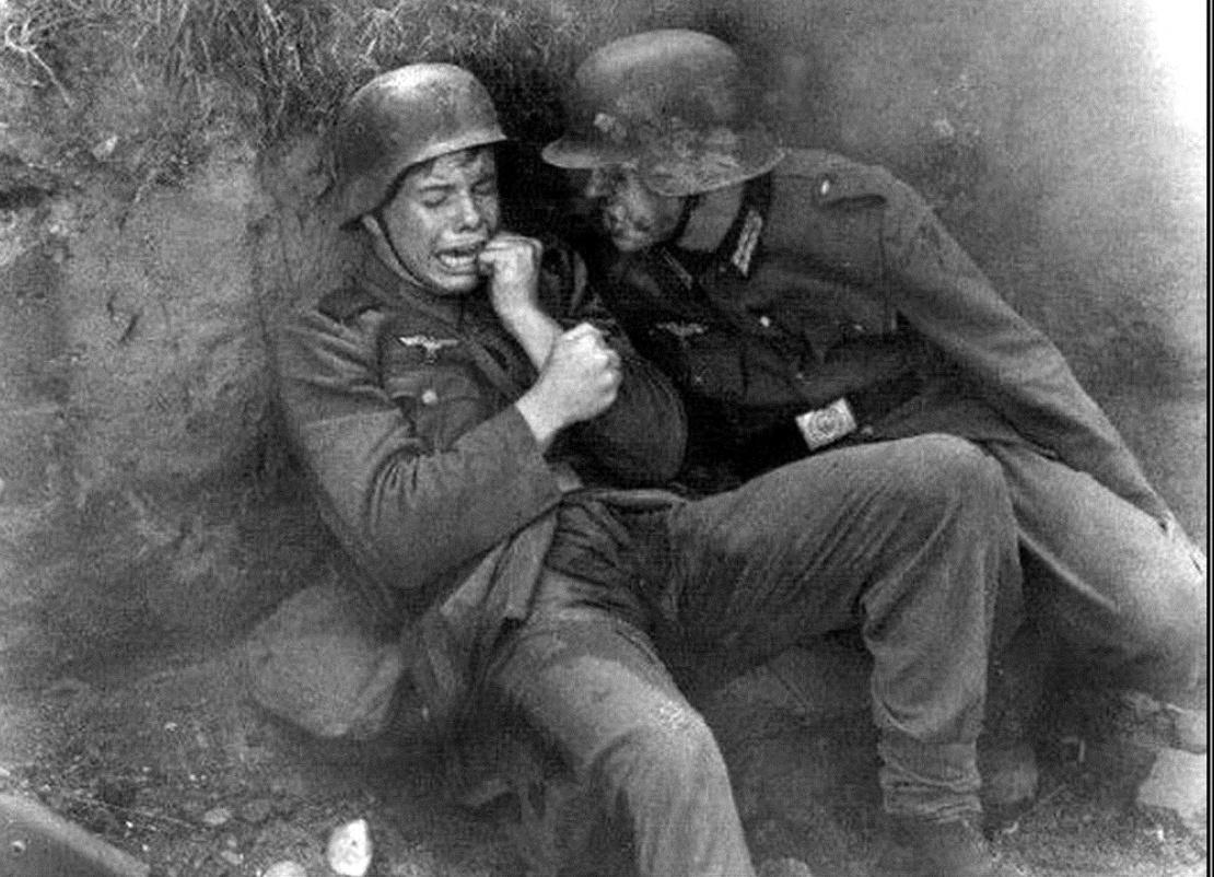 истерика от страха молодого гитлеровского солдата