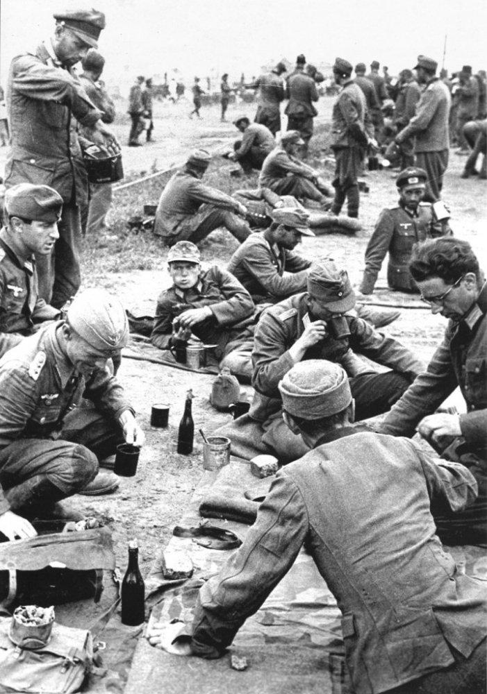парад побежденых Пленные немцы в лагере на Московском ипподроме2.