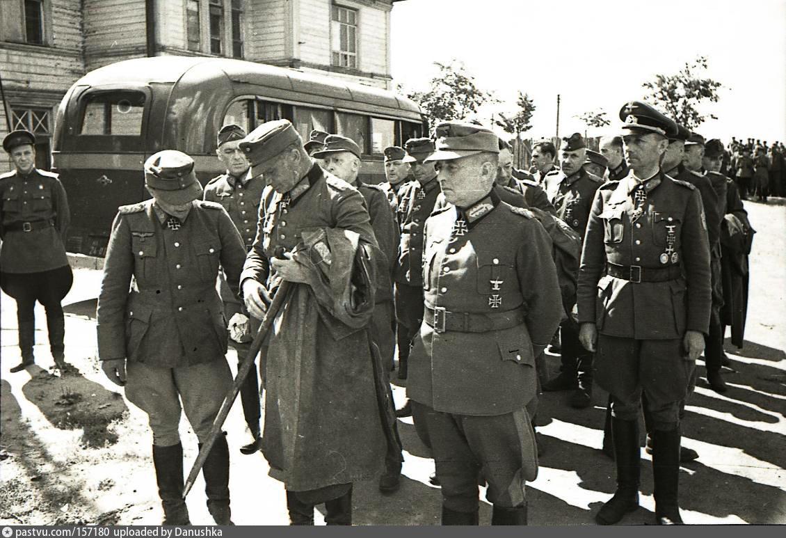 парад побежденых генералы