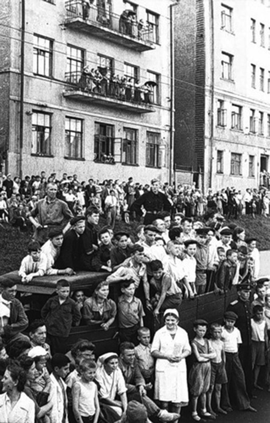 парад побежденых народ