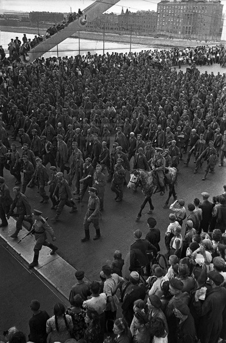 парад побежденых11