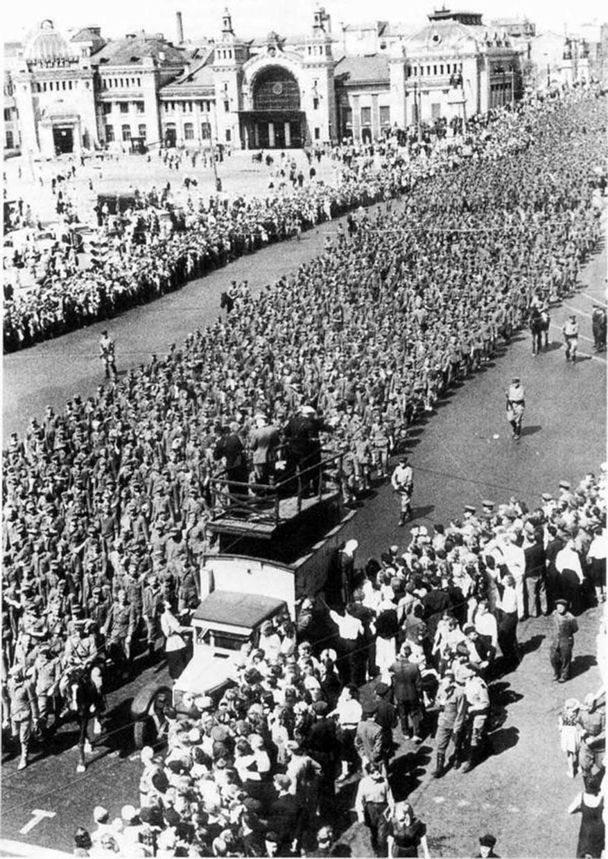 парад побежденых16