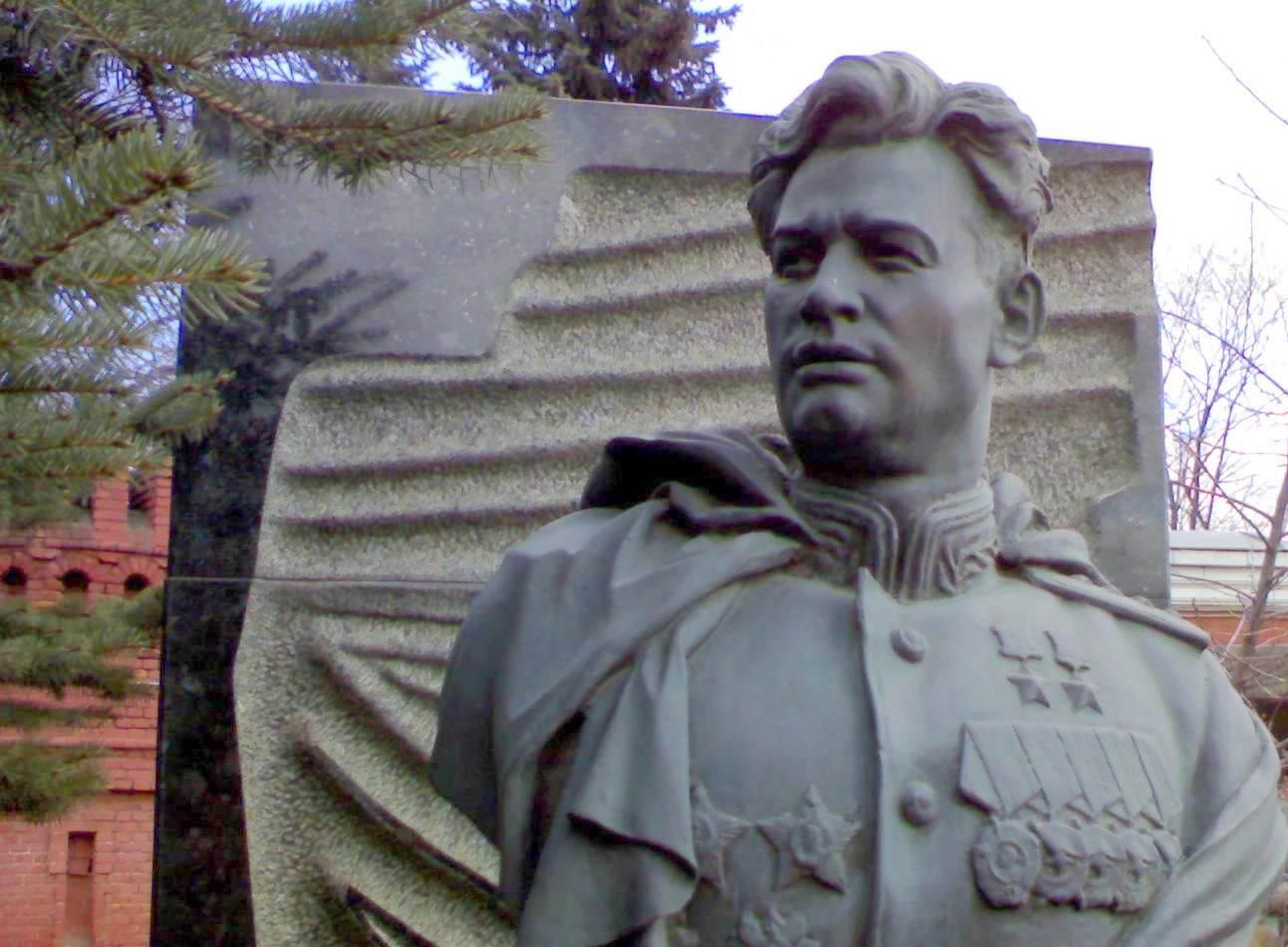 Черняховский памятник-1