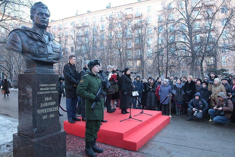 Черняховский памятник-3