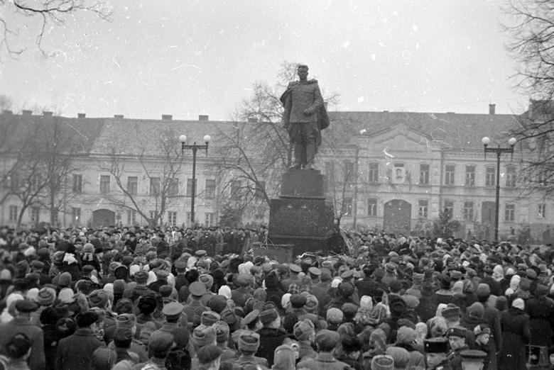Черняховский памятник в вильнюсе