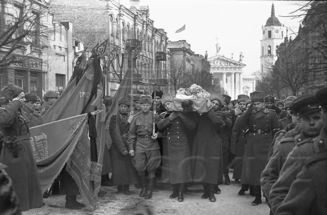 Черняховский похороны1