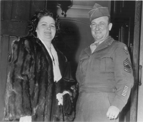 Нюрнбергский добрый палач Джон Вудс с женой