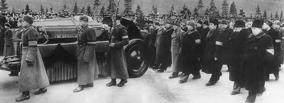 Сталин умер идут за гробом