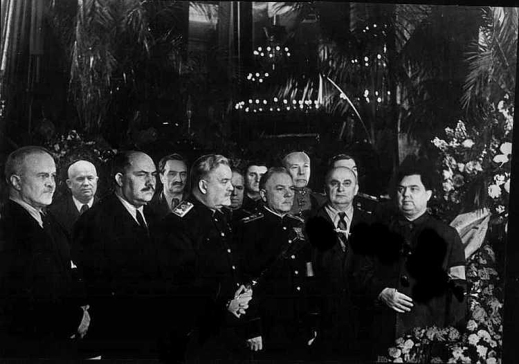 Сталин умер правительство у гроба1