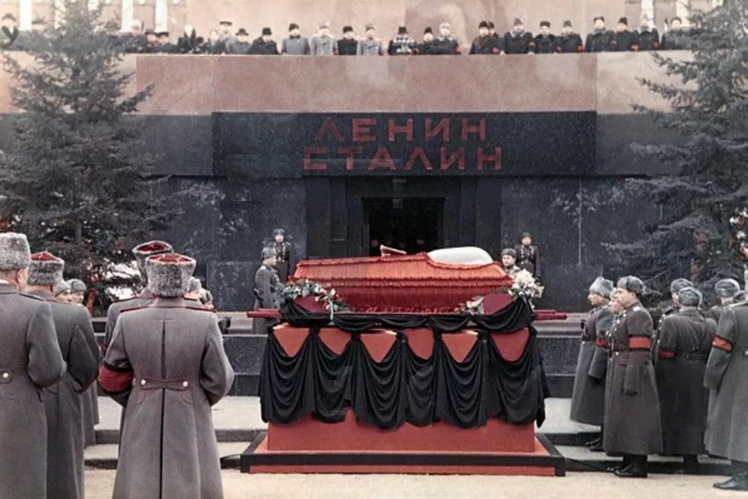 Сталин умер у мавзолея!