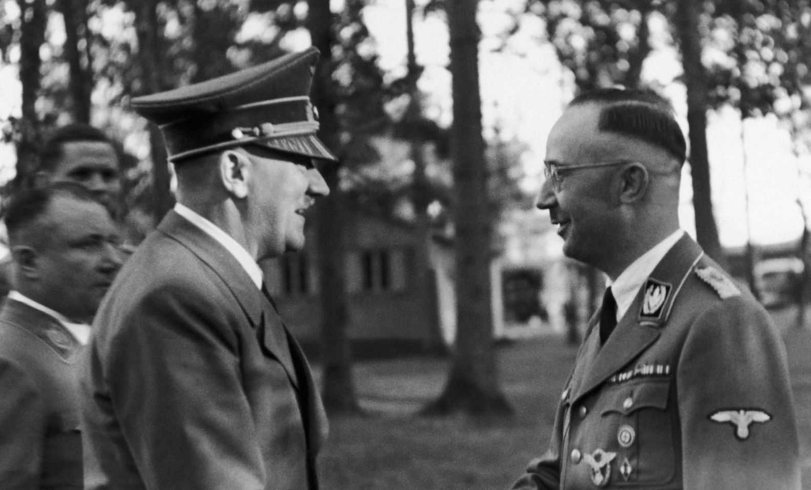 The Fuhrer Adolf HITLER visiting his headquarters and congratulating Heinrich HIMMLER (right), head of the SS and the Gestapo, for his 43rd birthday, on October 13, 1943.Supreme head of all the German police forces in 1938, HIMMLER became Minister of the Interior in November 1943.Le 13 octobre 1943, en visite à son quartier général, le Führer, Adolf HITLER félicite Heinrich HIMMLER (à droite), chef des SS et de la Gestapo à l'occasion de son 43ème anniversaire.Chef suprême de toutes les polices allemandes en 1938, HIMMLER devient Ministre de l'Intérieur en novembre 1943.