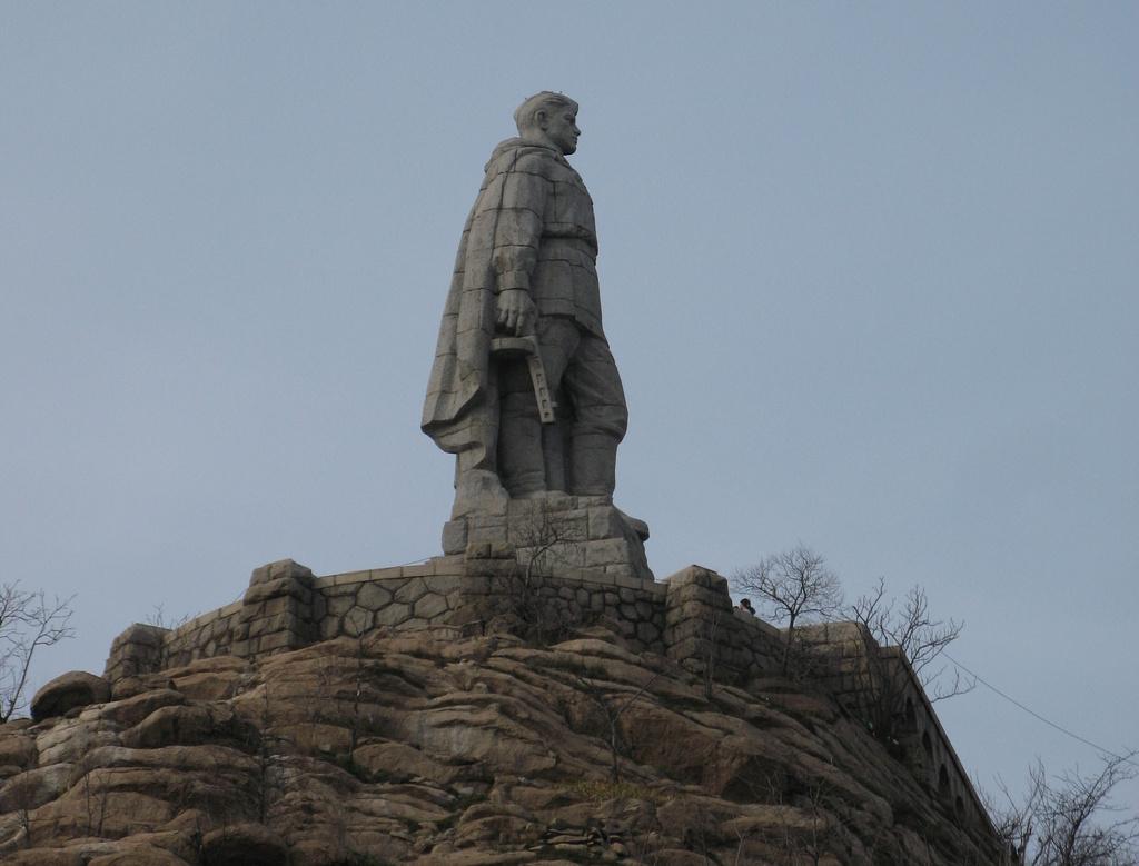 памятник алеша4