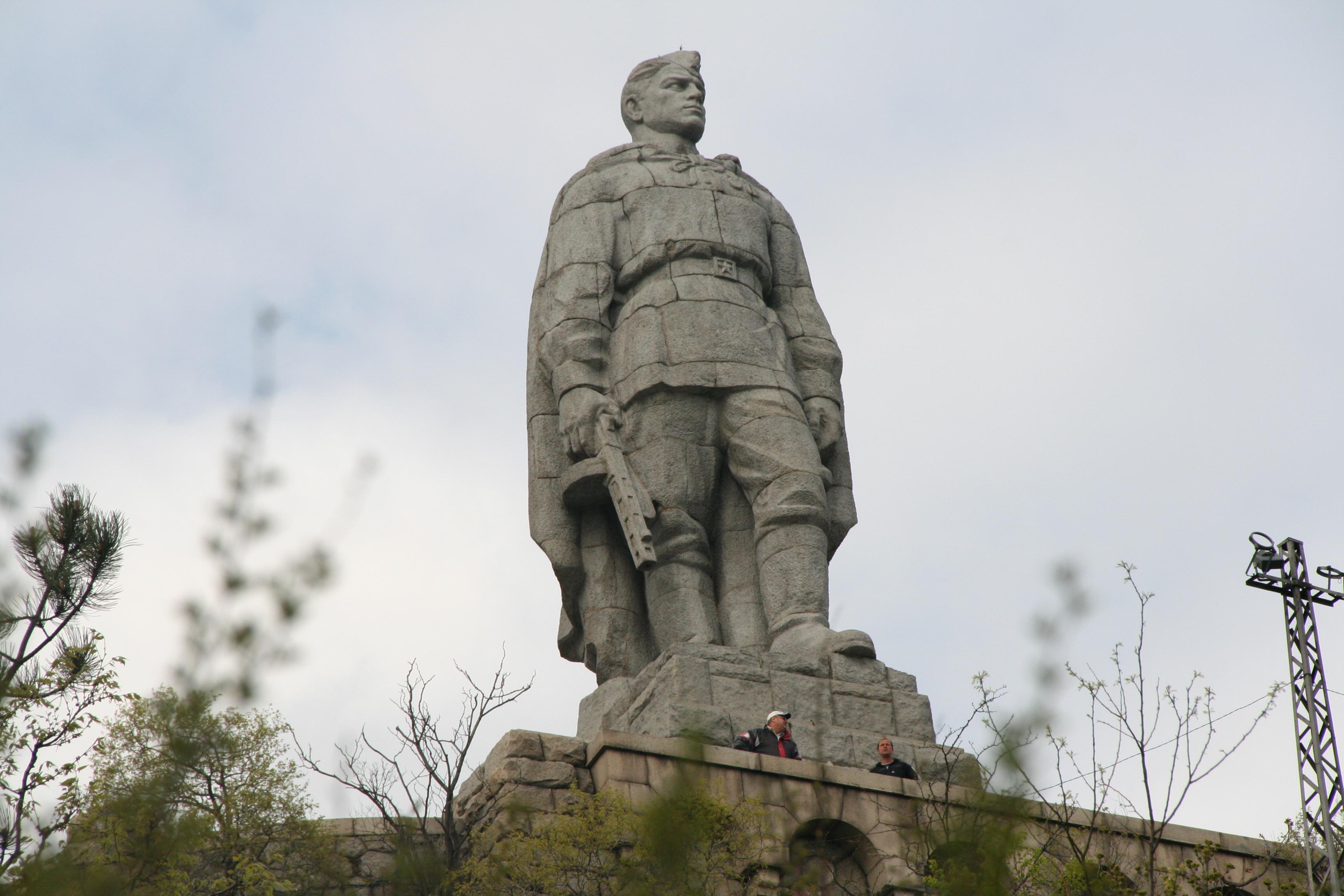 памятник алеша6