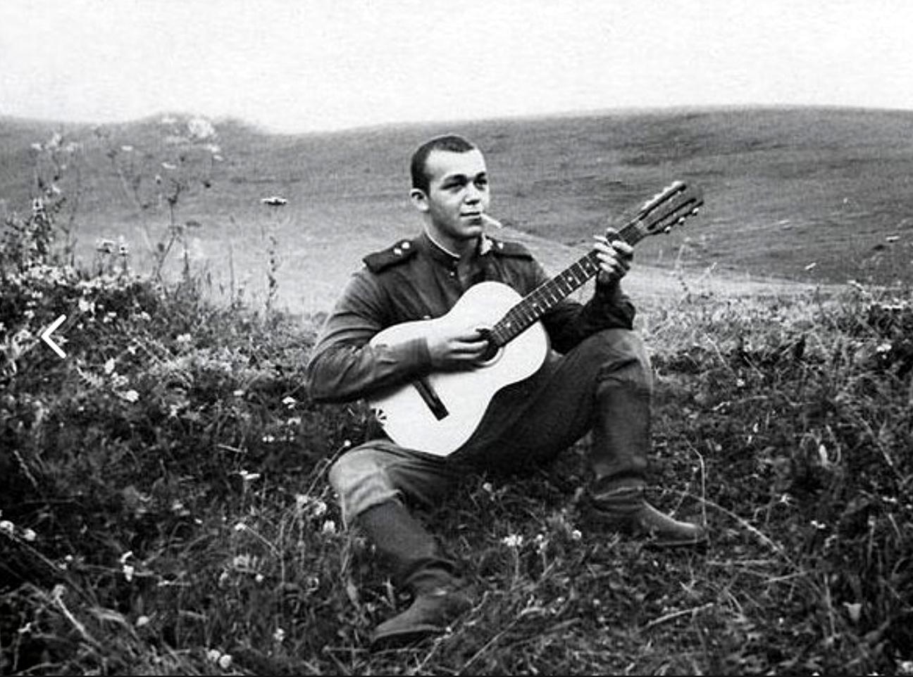 Кобзон с гитарой