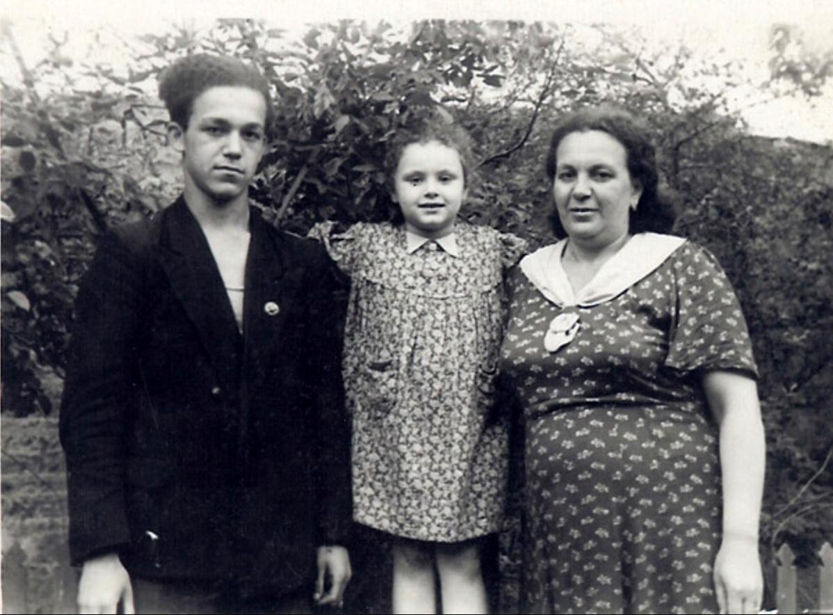 Кобзон с мамой и сестрой