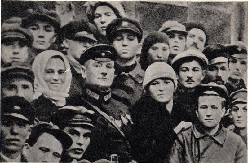 Среди трудящихся в дни образования Молдавской Автономной Советской Социалистической Республики. Бирзула (ныне Котовск). ноябрь 1924