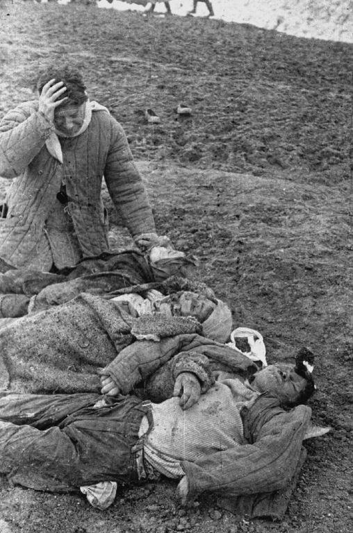 Багеровский противотанковый ров близ Керчи ригорий Берман над телами жены и детей январь 1942г