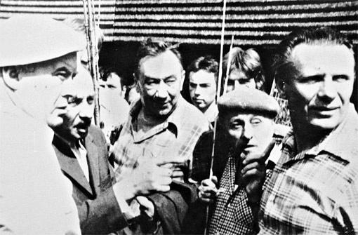 ФИЛОНЕНКО АКТЕР. Петр Филоненко (справа) на съемочной площадке вместе с известным советским актером, героем войны Алексеем Смирновым (в центре). Слева Моргунов.