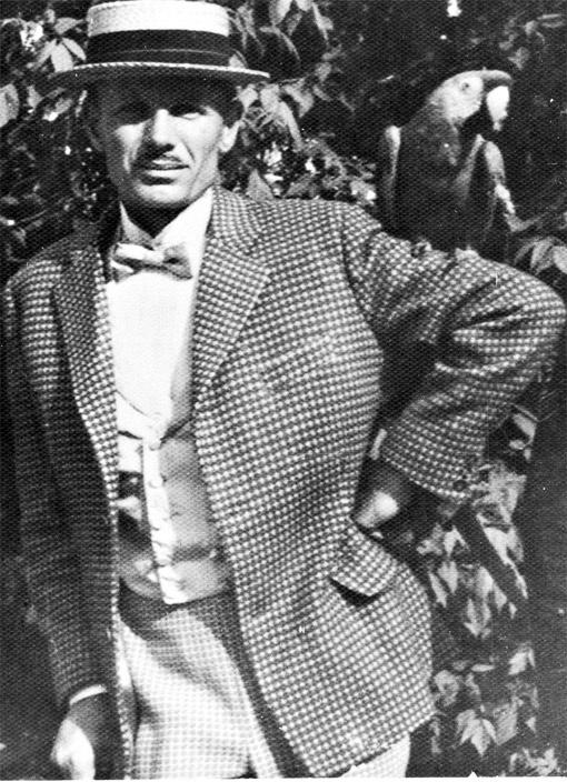 Филоненко. В таком пижонском образе бывший сын полка снялся в знаменитой кинокомедии «За двумя зайцами».
