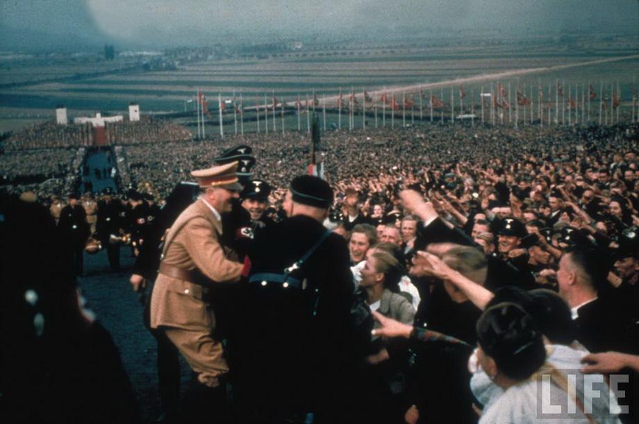 Гитлер на Дне благодарения в Бюккебурге. 1937 год.