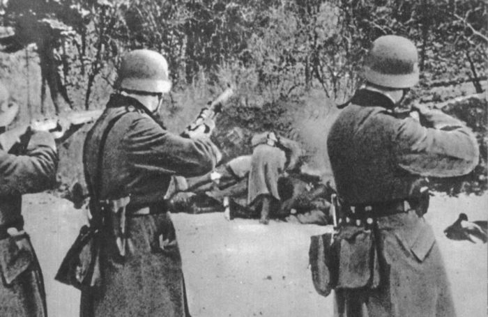 Казнь немцами польских граждан во время оккупации Польши 18 декабря 1939 года у польского города Бохня было расстреляно 56 человек 18.12.1945г