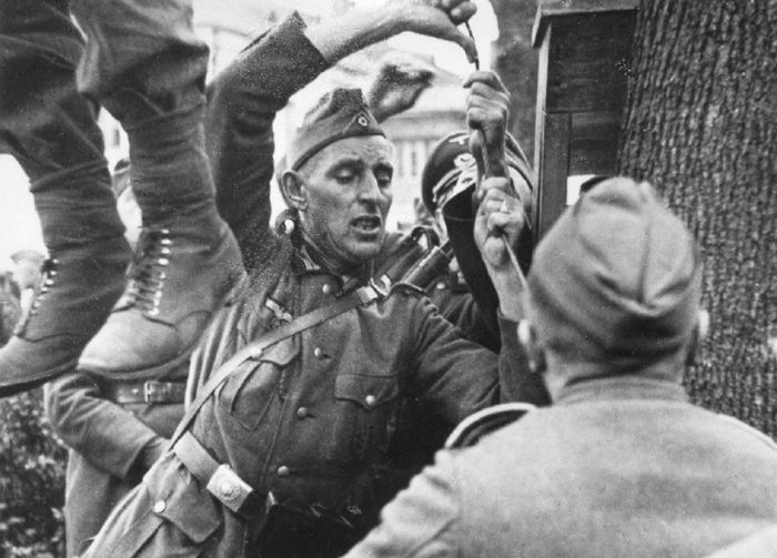 Казнь подпольщика Владимира Виноградова, убившего в Витебске немецкого солдата Сентябрь 1941г