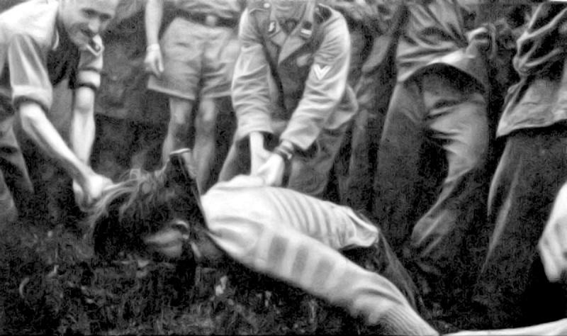 Казнь словенского партизана солдатами Ваффен-СС
