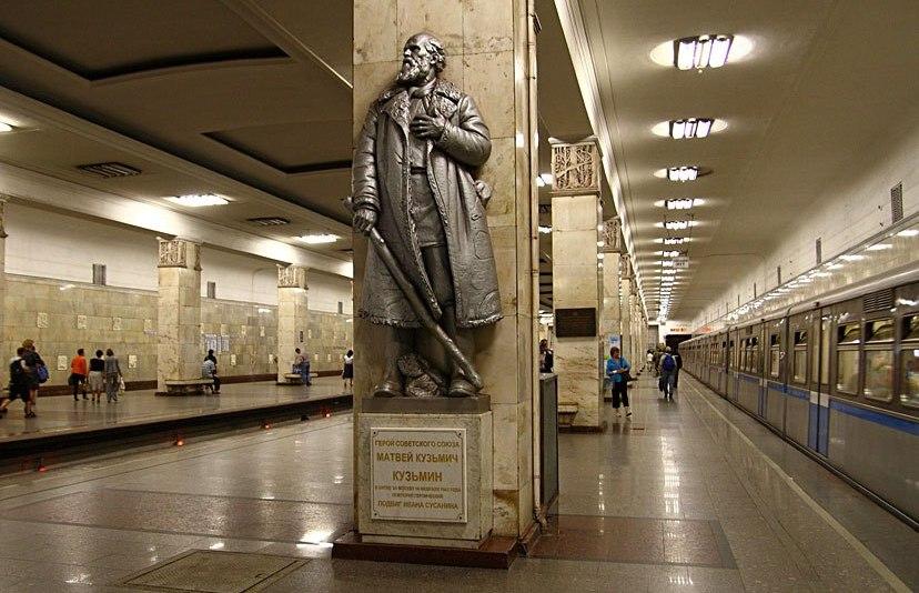 Матвей Кузьмин памятник в метро Партизанская1