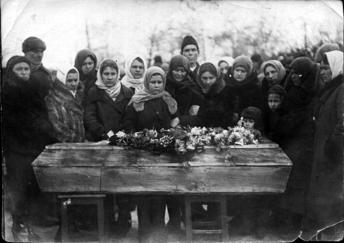 Похороны молодогвардейца Ивана Земнухова. Умер от жестоких пыток