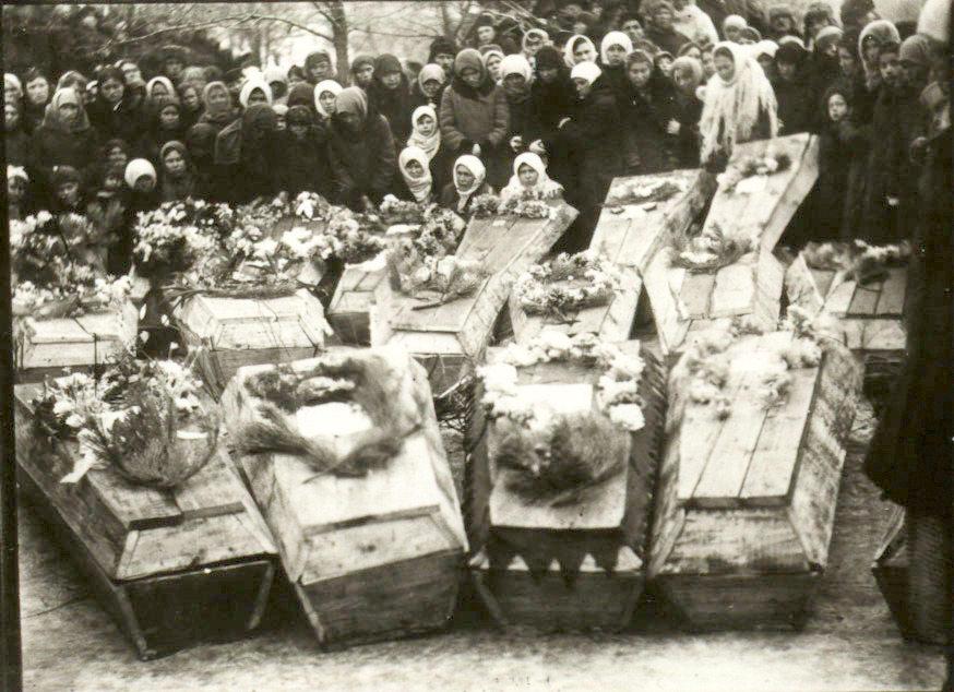Похороны молодогвардейцев в г. Краснодоне 1 марта 1943 год