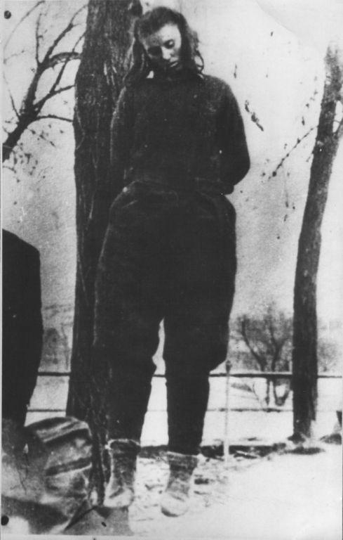Повешенная немцами в городе Босанска Крупа (Bosanska Krupa) 17-летняя югославская партизанка Лепа Радич (Lepa Radić, 19.12.1925—февраль 1943