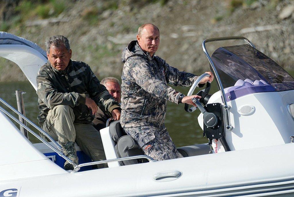 Путин и шойгу4