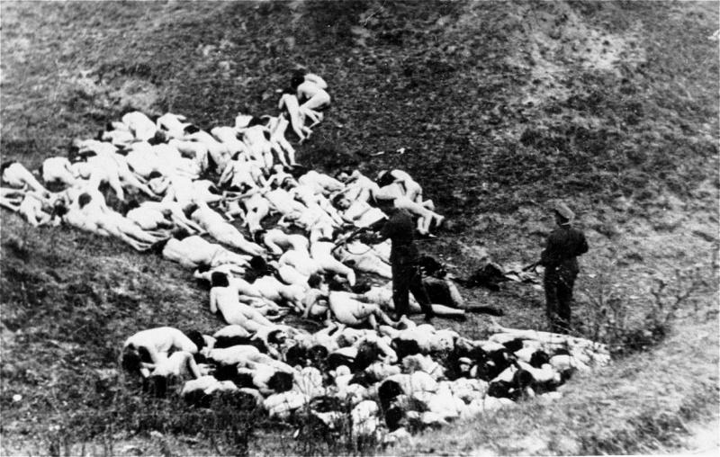 Расстрел еврейских женщин и детей у села Мизоч Ровенской области