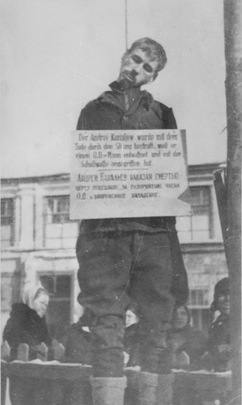 Советский гражданин Андрей Канальев, казненный через повешение.