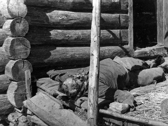 Советский гражданин, замученный фашистами. 1943г