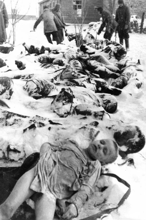 Тела советских граждан, убитых у деревни Багерово в районе города Керчь. Время съёмки январь 1941г