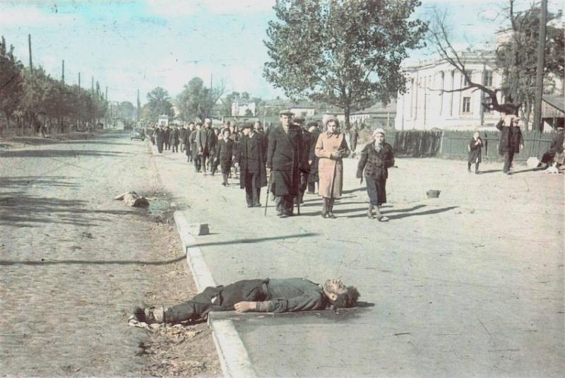 Трупы на бульваре Тараса Шевченко в оккупированном Киеве
