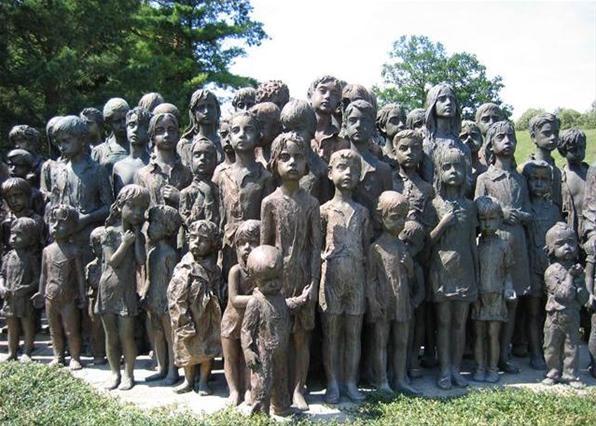 В чешском городе Лидице стоит памятник детям, ставшим жертвами программы Лебенсборн в 1942 году