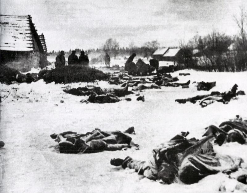 Захваченные и расстрелянные немцами раненые красноармейцы.