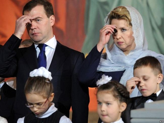 медведев с женой молятся