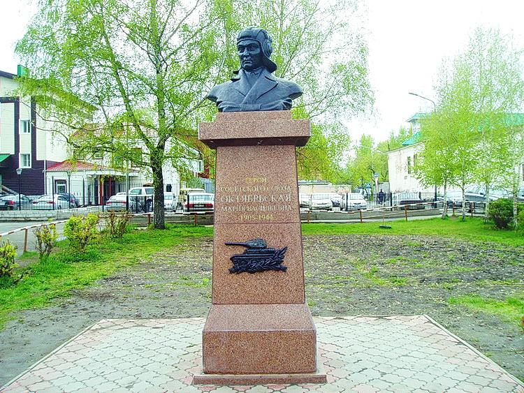 Мария Октябрьская памятник1