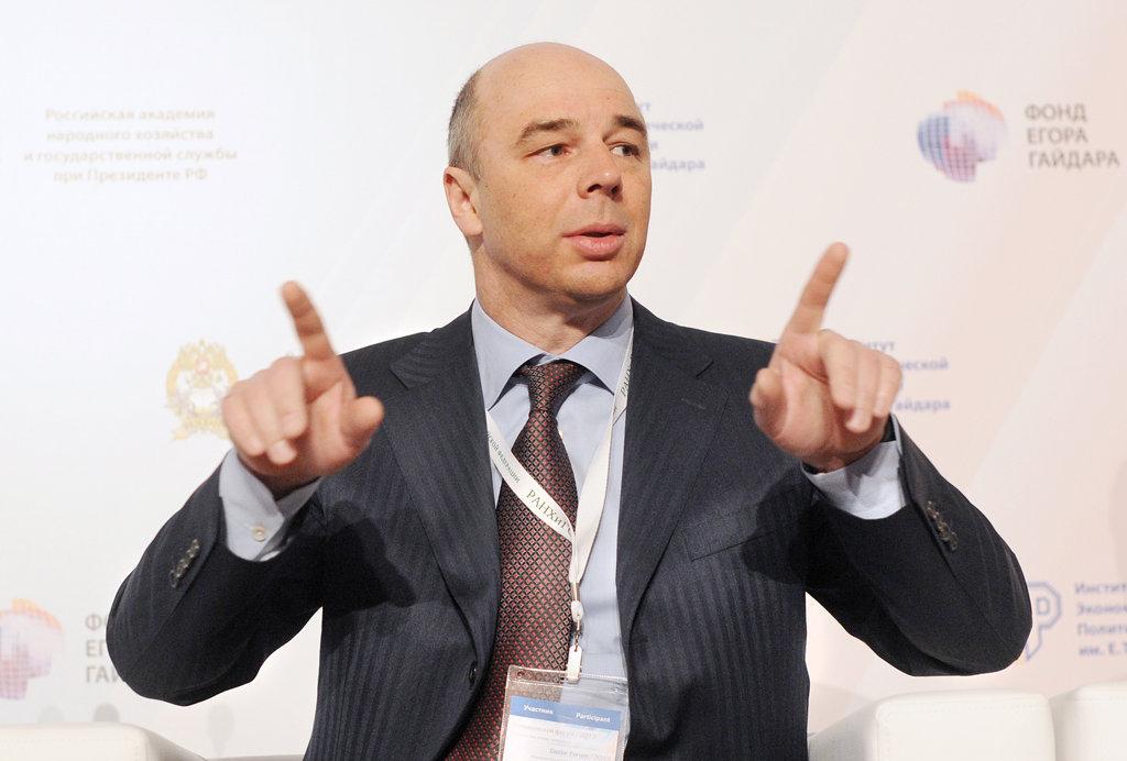 Министр финансов РФ Антон Силуанов распальцовкаjpg