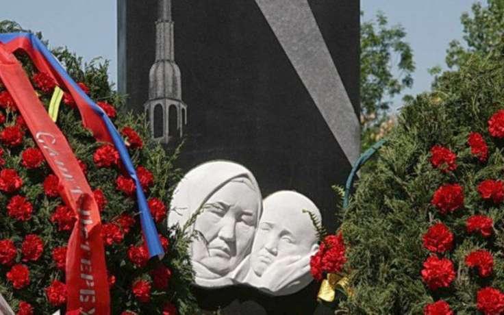 Токтогон Алтыбасарова памятник
