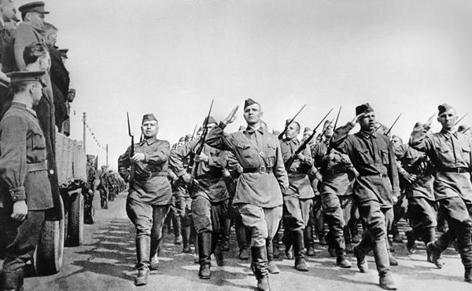 Великая Отечественная война, 1941 год. Солдаты РККА (Фото ТАСС)