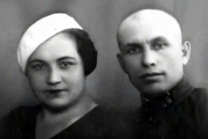 мария октябрьская с супругом