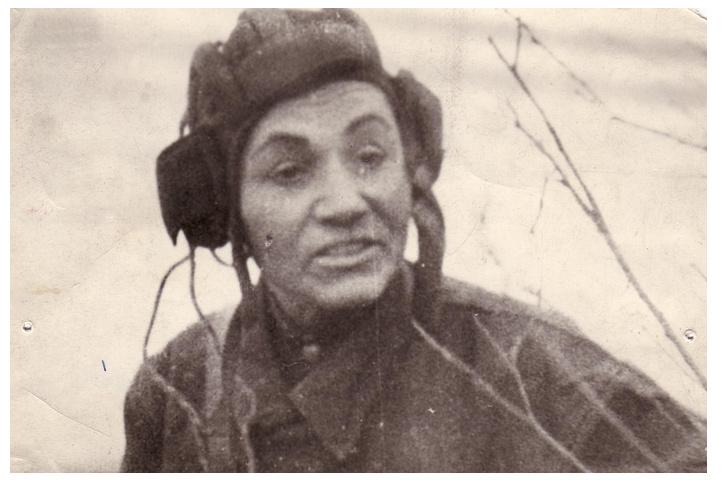мария октябрьская в танковом шлеме