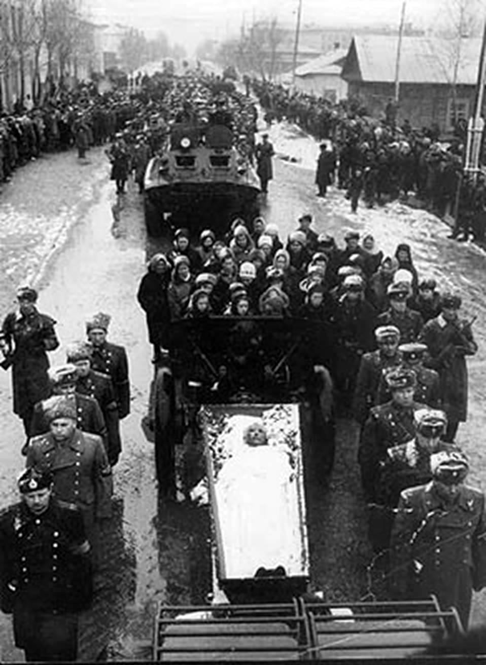 Даманский похороны1