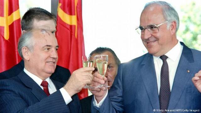 Гельмут Коль и Горбачев