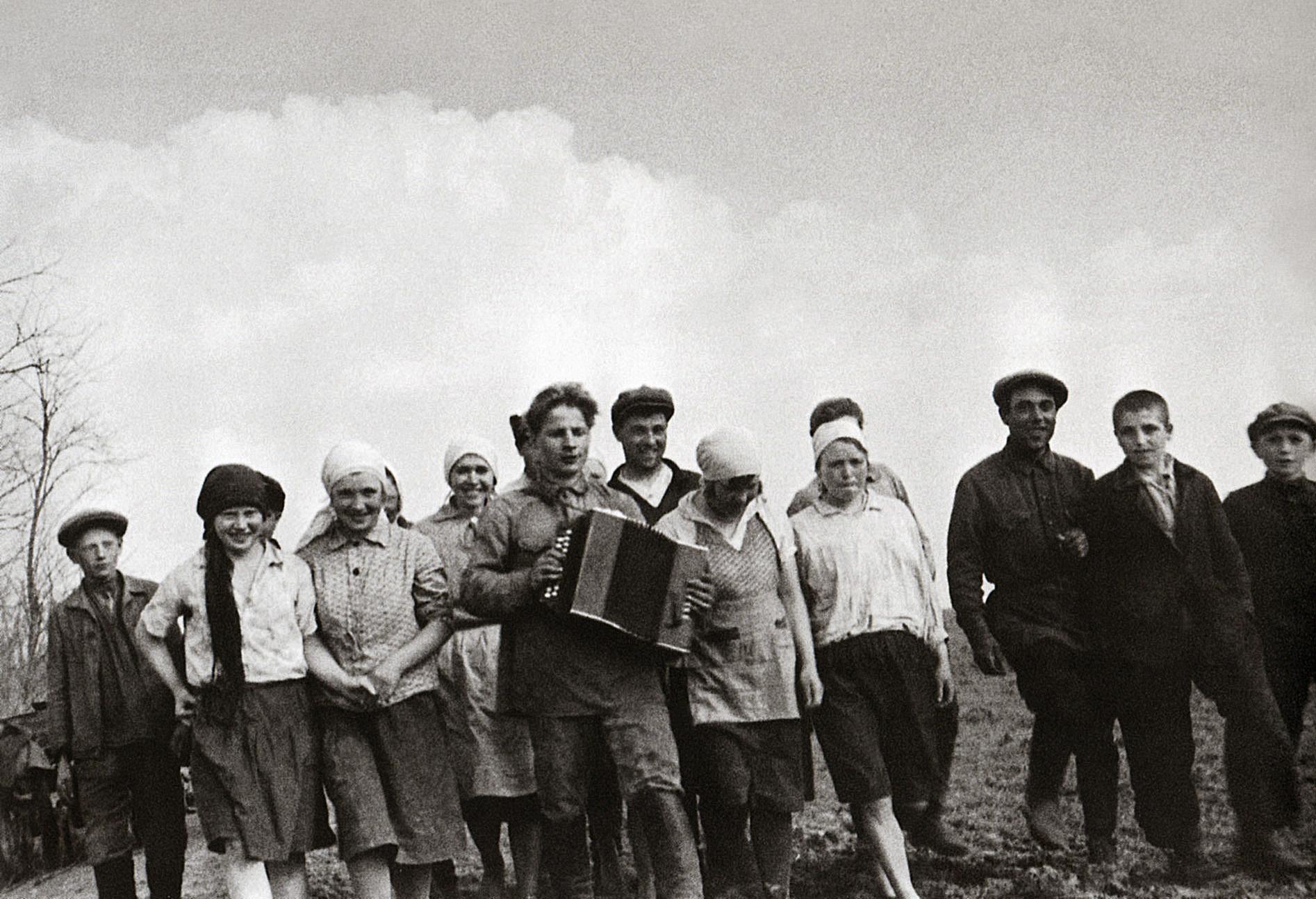 Колхозная молодёжь. 1932, Шагин. колхоз